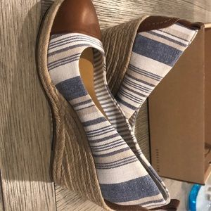 Jeans material wedges one time use